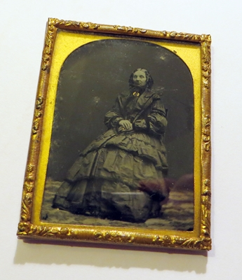 Example of a collodion (photo on glass).